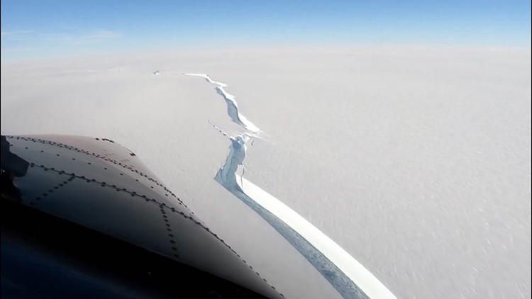 Iceberg the size of Los Angeles breaks off Antarctica