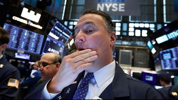 Dow drops 800 after bonds flash warning of recession