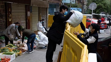 Wuhan vendors return as China honors virus victims with 3 minutes of reflection