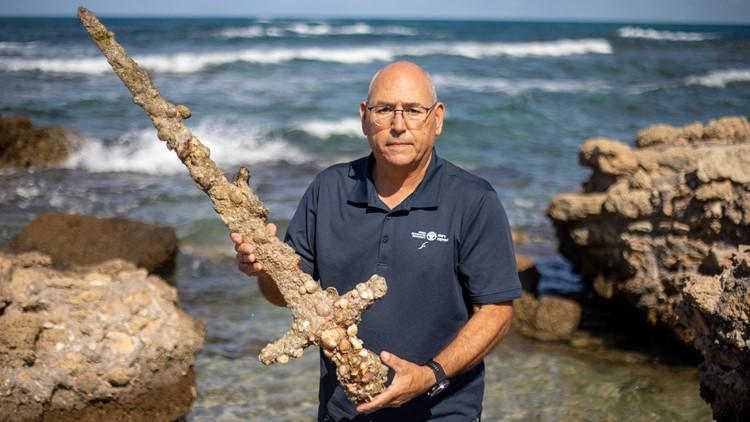 Israeli scuba diver finds ancient Crusader sword