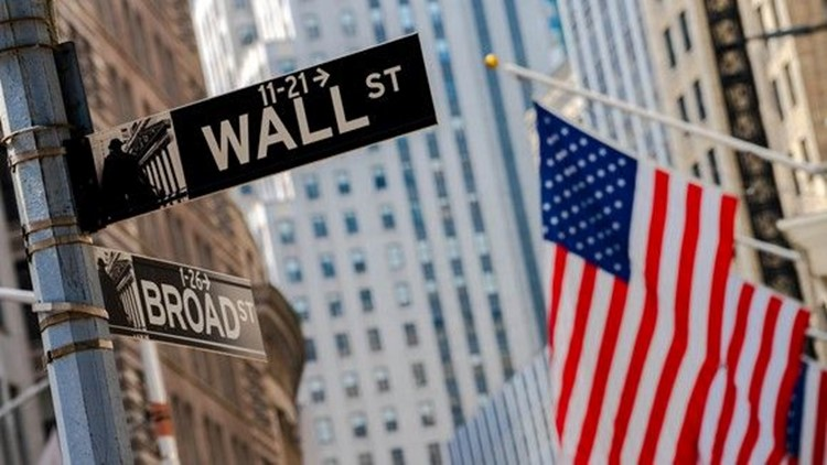 Stock market wild ride: S&P 500 closes lower but late rebound helps