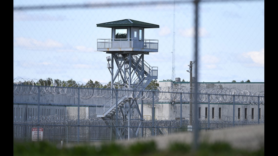 S C  prison employees charged with taking bribes, smuggling