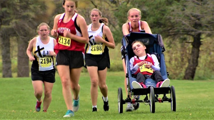 Teen runner pushes brother in wheelchair so they can compete together