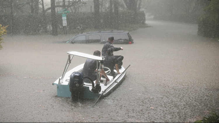 Volunteers and officers from the neighborhood security patrol helped rescue residents in the upscale River Oaks neighborhood after it was inundated with flooding from Hurricane Harvey on Aug. 27 in Houston, Texas.(PHOTO: Scott Olson/ Getty Images)