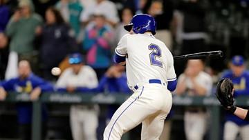 White Sox walk home winning run, Lewis HRs in Mariners' win