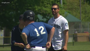 Mariners players share love of baseball with Challengers little league