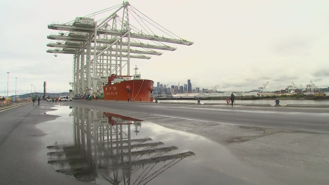 4 of the largest cranes on the West Coast arrive in Seattle