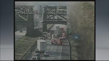 Crash blocks SB I-5 at Nisqually River Bridge