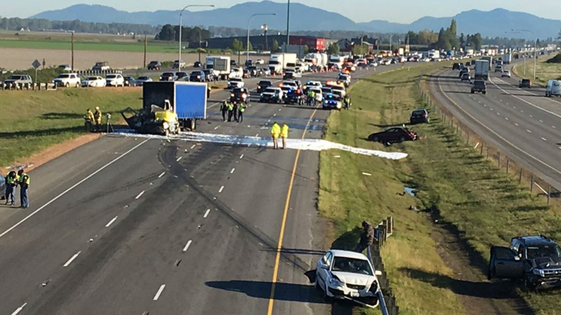 1 dead, several injured in crash that blocked I-5 in Skagit County