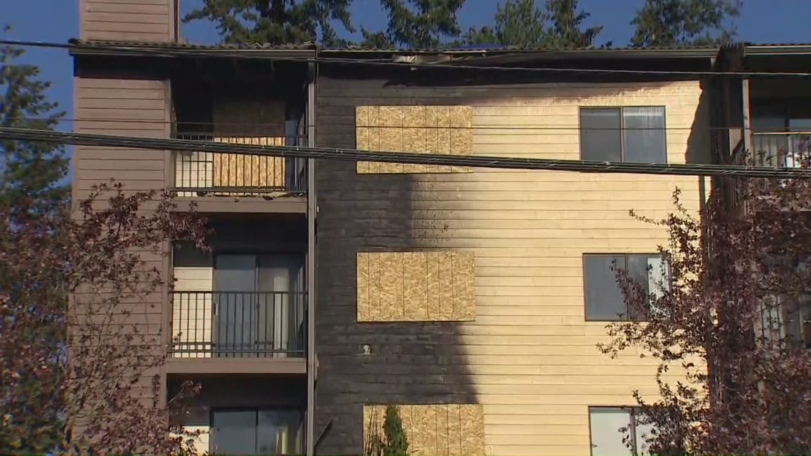 4 King County deputies injured rescuing residents from Shoreline apartment fire