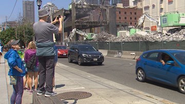 Viaduct demolition delays thrill tourists, worry Seattle waterfront businesses