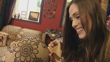 Sarahenna makes henna crowns for chemotherapy patients - Home Team Heroes