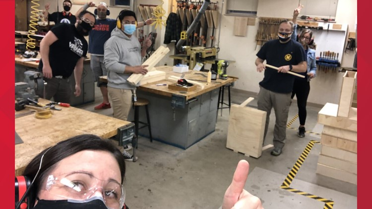Mukilteo teachers build desks for students without at-home workspaces
