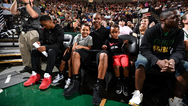 isaiah thomas wnba game_1536004158099.jpg.jpg