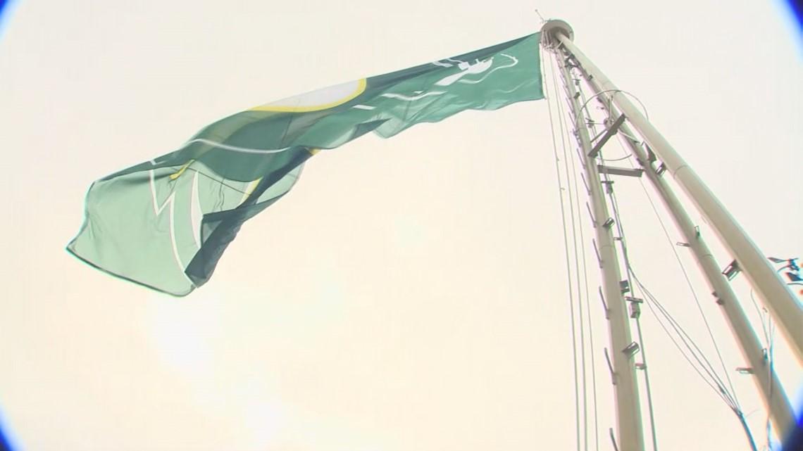 Seattle Storm Raises Team Flag Atop Space Needle King5 Com