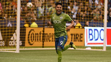 Sounders win 9th straight, beating Whitecaps 2-1