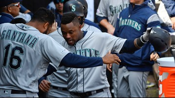 Mariners allow Beckham, Santana to become free agents