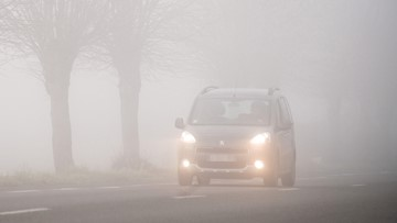 Tips to stay safe while driving in fog