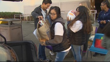 Everett High students deliver Thanksgiving meals to people in need