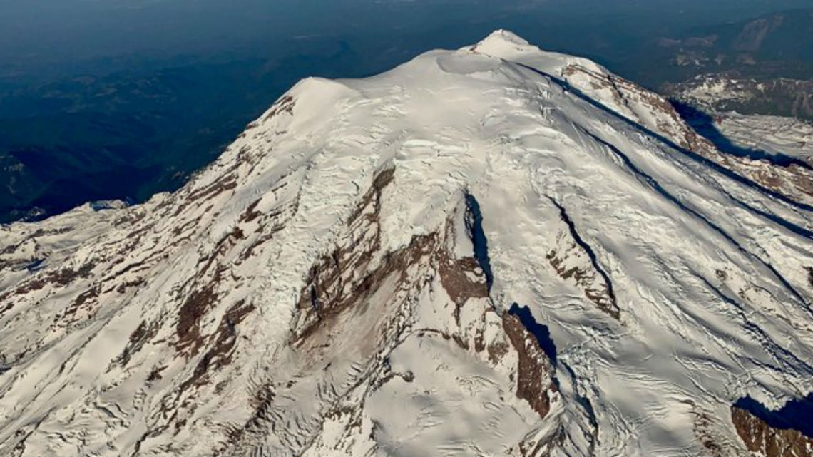 Passengers of Alaska Airlines flight treated to special view of Mount Rainier amid delays