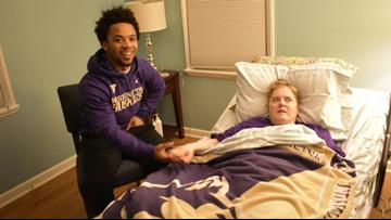 UW's Myles Gaskin visits Husky fan in hospice