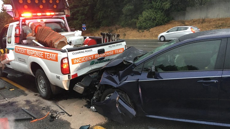 WSDOT truck struck while responding to crash on southbound I-5 in Lynnwood