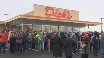 New Dick's Drive-In brings Kent crowds in droves
