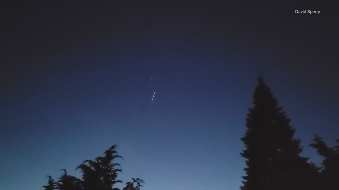 Astronomers raise concerns after Starlink satellites from SpaceX launch appear over western Washington
