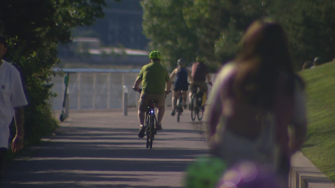 King County considers whether to repeal bicycle helmet law
