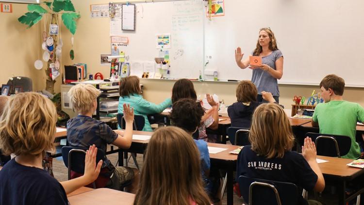 Tam Mercer, a fifth-grade teacher at Hamlin Robinson School, gives a reading lesson using multi-sensory techniques on June 1, 2018. (Photo: Taylor Mirfendereski   KING 5)