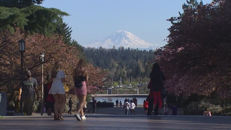 Washington's universities consider requiring COVID-19 vaccines for students