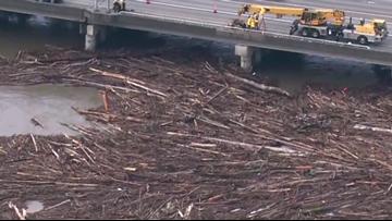 Log jam near Everett delaying traffic on US 2