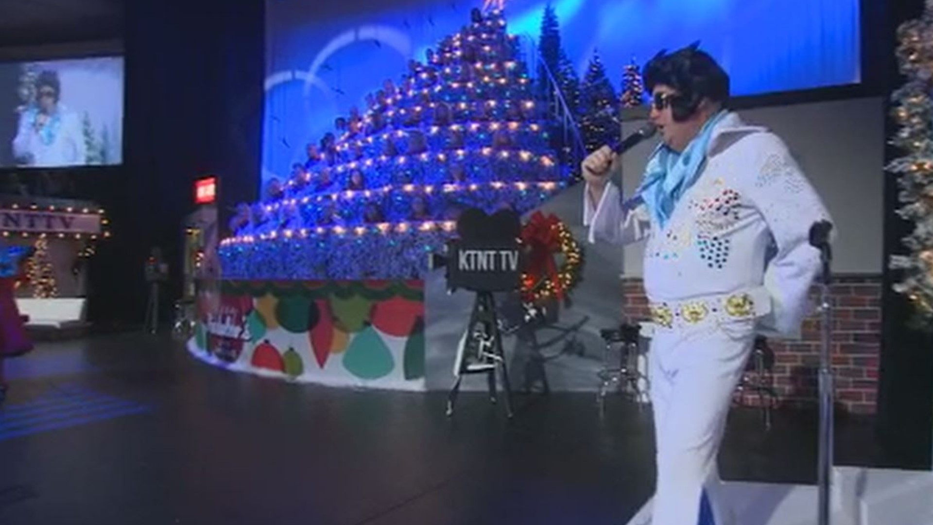 Christmas Performance For Families 2020 Tacoma Washington Elvis spotted at Singing Christmas Tree in Tacoma   king5.com