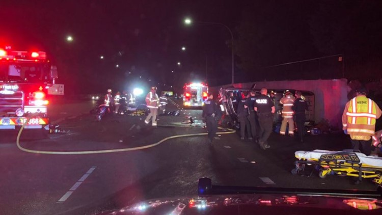 Crews respond to serious crash in Federal Way