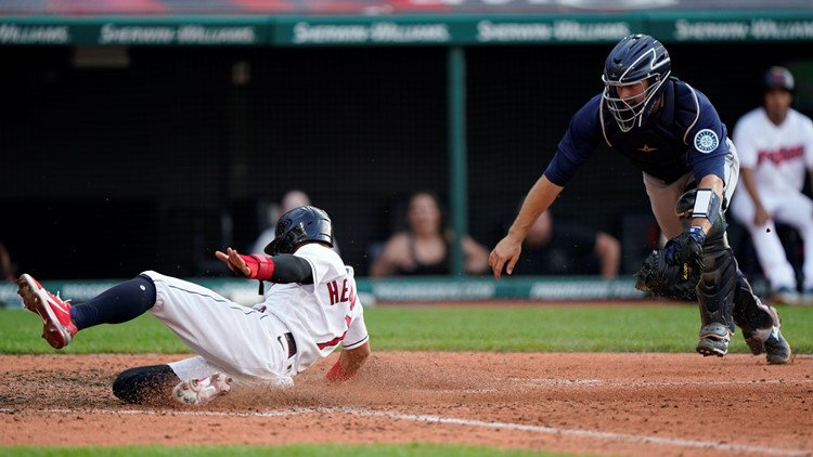 Indians rally in 9th, top Mariners on throwing error in 10th