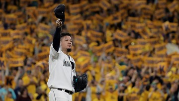 Fans say farewell to King Felix during what was likely his final game as a Seattle Mariner