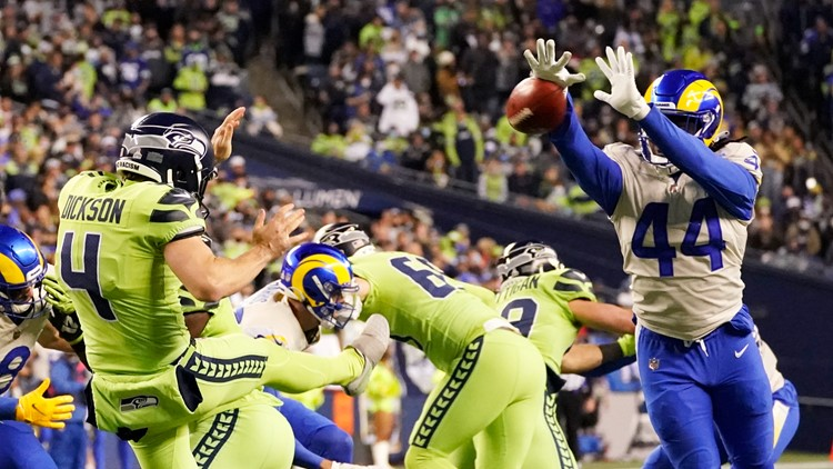 Rams top Seahawks 26-17, leaving Russell Wilson with injured finger