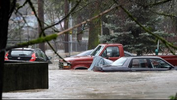 11 rescued from flooded Issaquah apartment complex