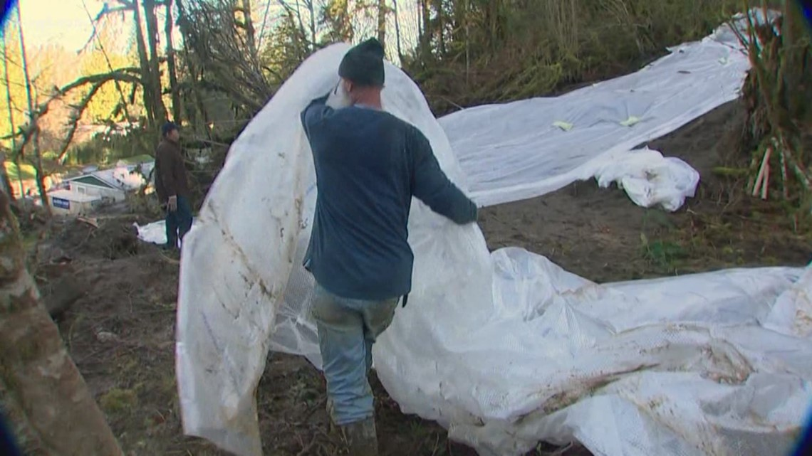 Residents near Monroe isolated due to mudslide work together to make repairs