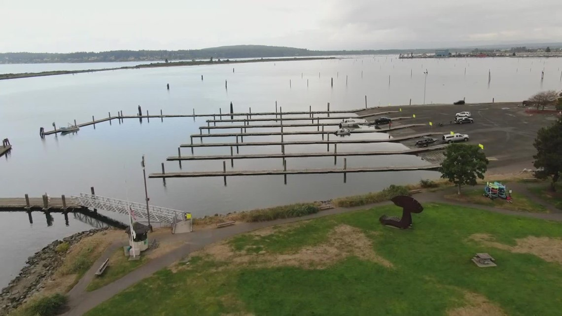Port of Everett works to clear sandbar stranding boaters at Washington's busiest boat launch
