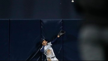 Hedges' homer bounces off Smith's glove in Padres' 6-3 win over the Mariners