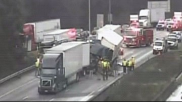 Crash blocks all lanes of SB I-5 in Lacey