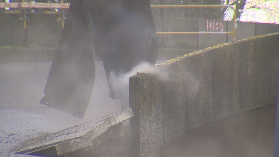Raw: Crews demolish Seattle viaduct's Columbia ramp