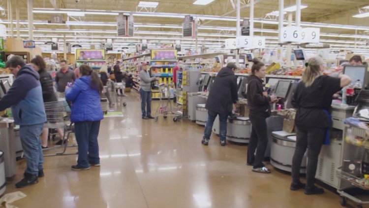 King County Council committee approves hazard pay for grocery workers