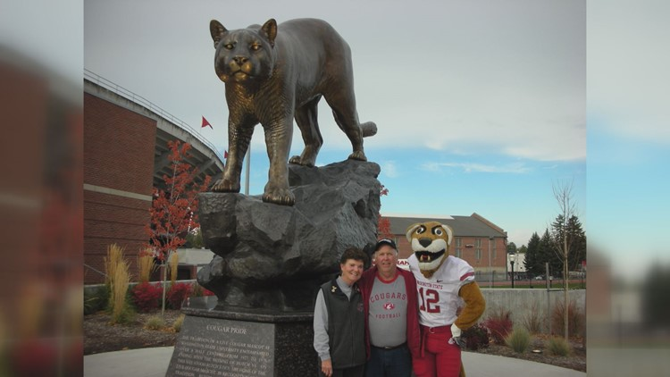 Weger in front of the Cougar statue