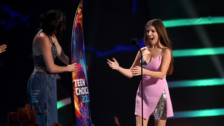 It was a big night for Marvel movies at the Teen Choice Awards!