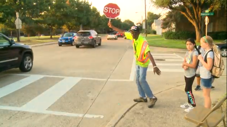 Students give unexpected surprise to 94-year-old crossing guard