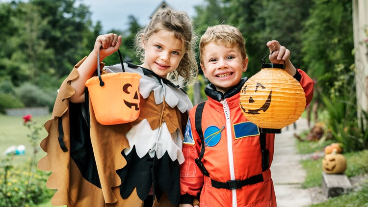 Impress all your neighbors with these 10 fun family Halloween costumes