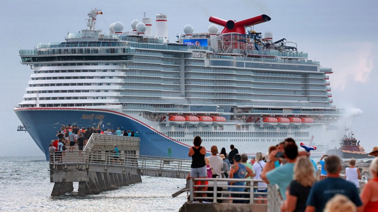 CDC lowers warning for cruises, recommends only fully vaccinated travel