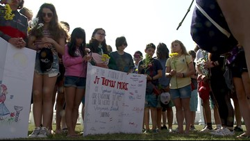 Students visiting from Washington pay tribute to Virginia Beach victims